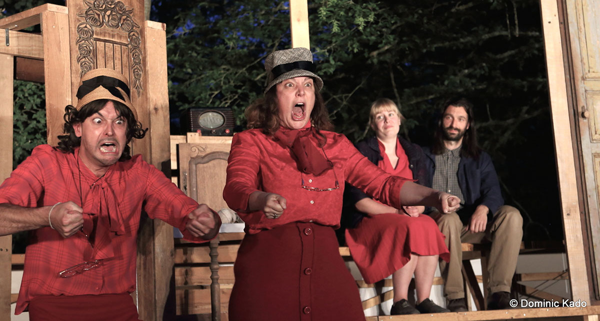 les-deux-tantes-pendant-le-spectacle-je-vous-parle-de-jerusalem
