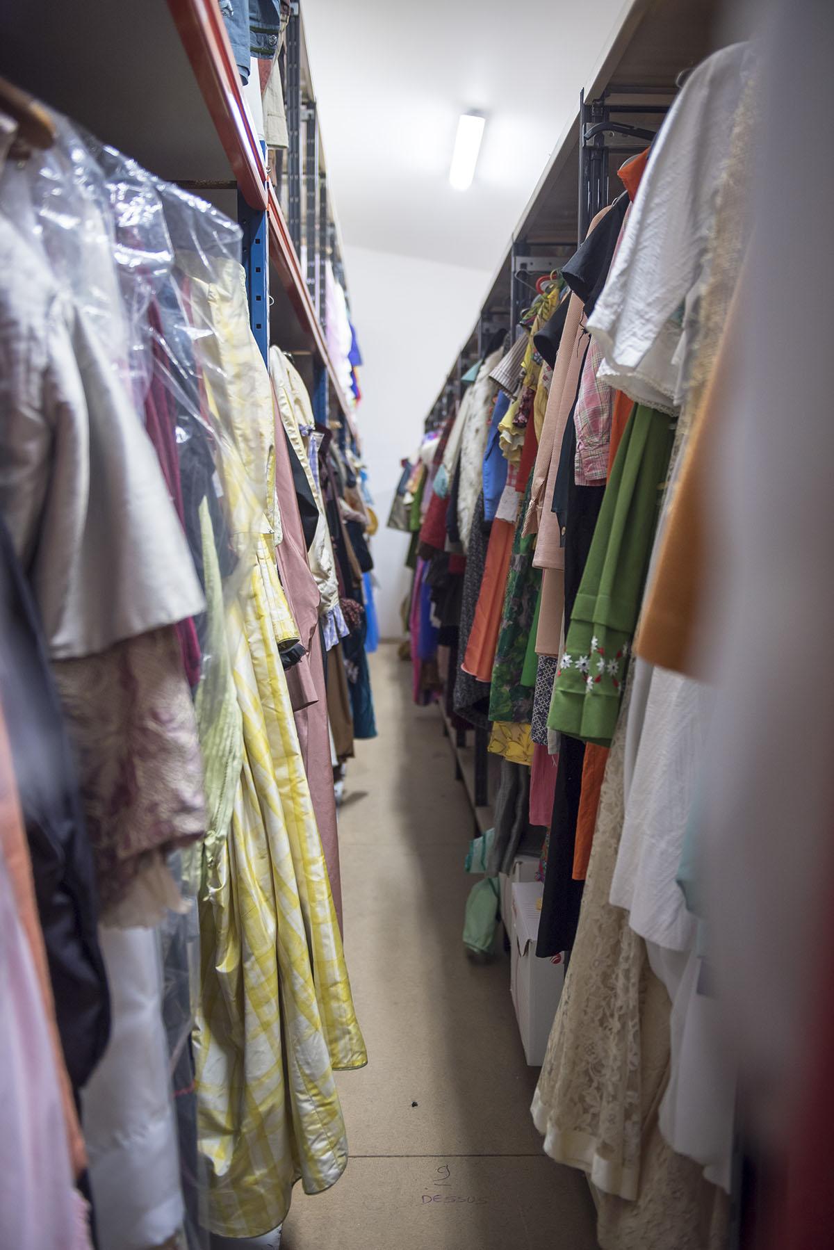 vue-costumier-costumes-etagère-theatre-regional-des-pays-de-la-loire